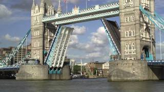 London ♥ 2011 - Tower Bridge (opening and closing)