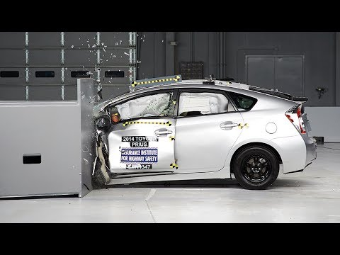 2014 Toyota Prius small overlap IIHS crash test