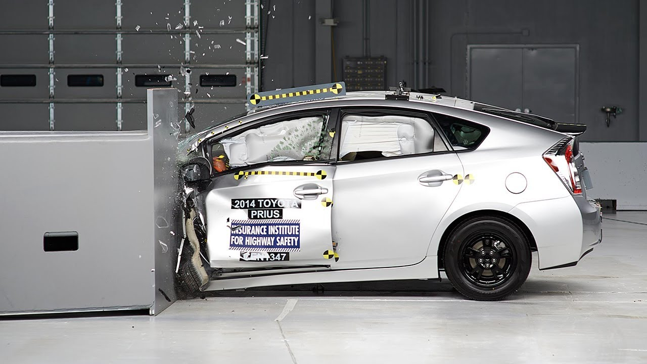 2014 Toyota Prius driver-side small overlap IIHS crash ...