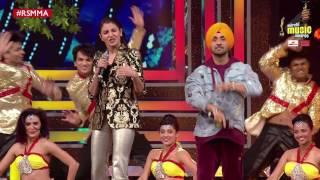 Phillauri duo Anushka Sharma & Diljit Dosanjh Perform at Royal Stag Mirchi Music Awards | #RSMMA