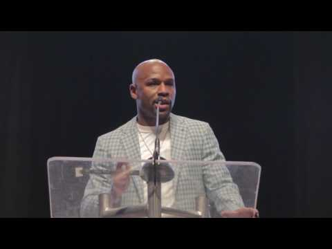 Floyd Mayweather Gets Inducted Into the Southern Nevada Sports Hall of Fame
