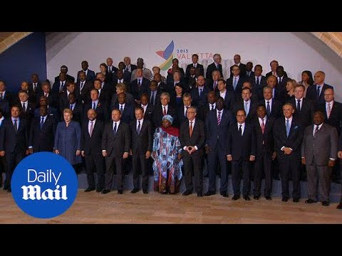 EU and African leaders pose for photo at migration summit - Daily Mail