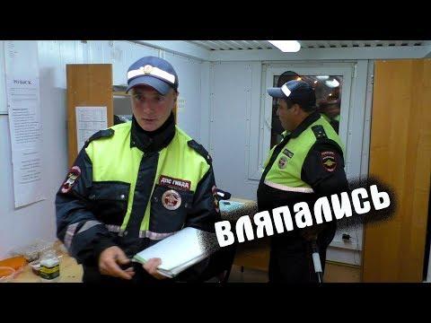 Смотреть Гаишники остановили военных и закрылись на посту онлайн