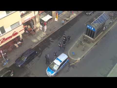 SEK Einsatz Berlin - Kochstr. / Verrückter mit Messer / Checkpoint Charlie / 19.06.2015