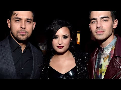 Demi Lovato DISSING Selena Gomez? Kylie Jenner SKIPS KUWTK Special, Harry Styles & Niall REUNITE DR