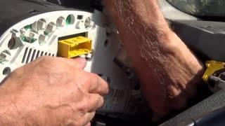 Hintergrundbeleuchtung Glühbirne Kilometerzähler/tacho licht ersetzen - Kombiinstrument ausbauen