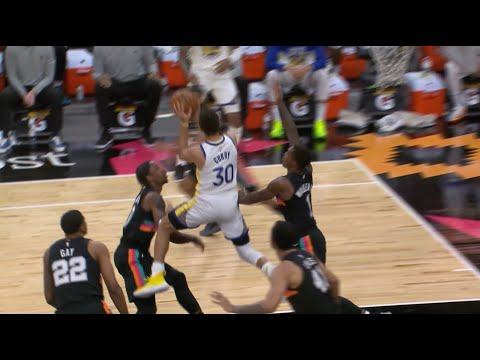 Stephen Curry Makes Ridiculous Circus Shot Layup Against Spurs
