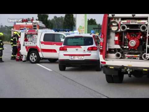 Schwerer Verkehrsunfall zwischen Auto und Traktor in Steinerkirchen an der Traun
