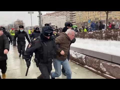 Первые задержания на Пушкинской в Москве