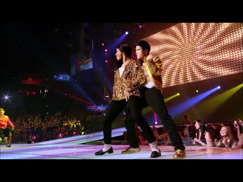 Glee The 3D Concert Movie - Pretty Young Thing Cast Performance