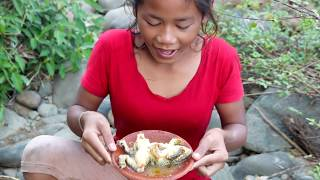 Survival skills: Find frog in water & boiled on clay for food - Cooking frog eating delicious #4