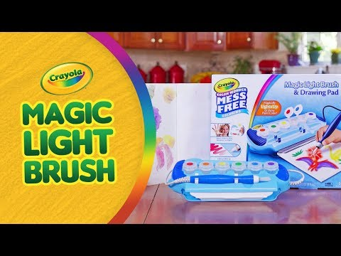 CRAYOLA COLOR WONDER LIGHT BRUSH! | A Toy Insider Play by Play
