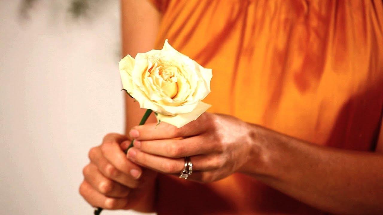 Making An Inexpensive Arrangement Pt 1 Wedding Flowers Youtube