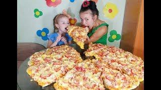 Мы СДЕЛАЛИ ГИГАНТСКУЮ пиццу! В ДОМАШНИХ УСЛОВИЯХ! THE GIANT PIZZA!