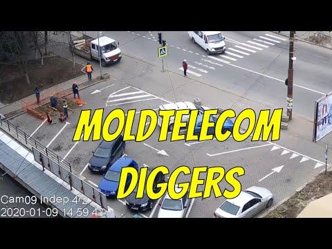 Сотрудники компании Moldtelecom в очередной раз разобрали тротуарную плитку, с целью ремонта кабеля