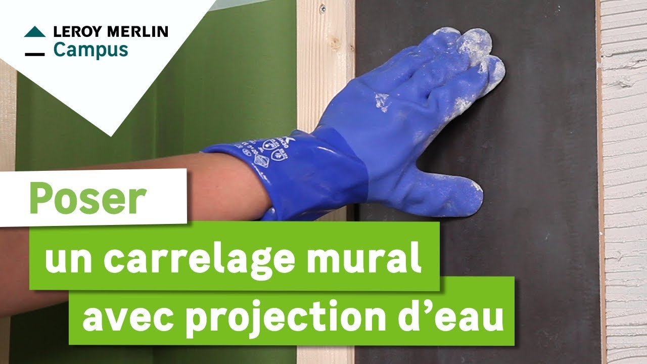 Comment poser un carrelage mural avec projection d 39 eau for Pose carrelage