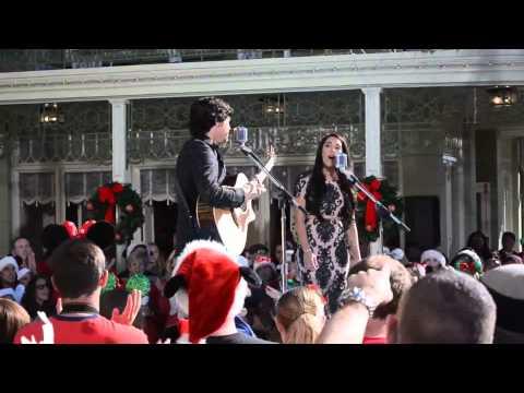 Alex & Sierra - Love Is An Open Door (An Frozen's song, live at Disney Christmas Parade)