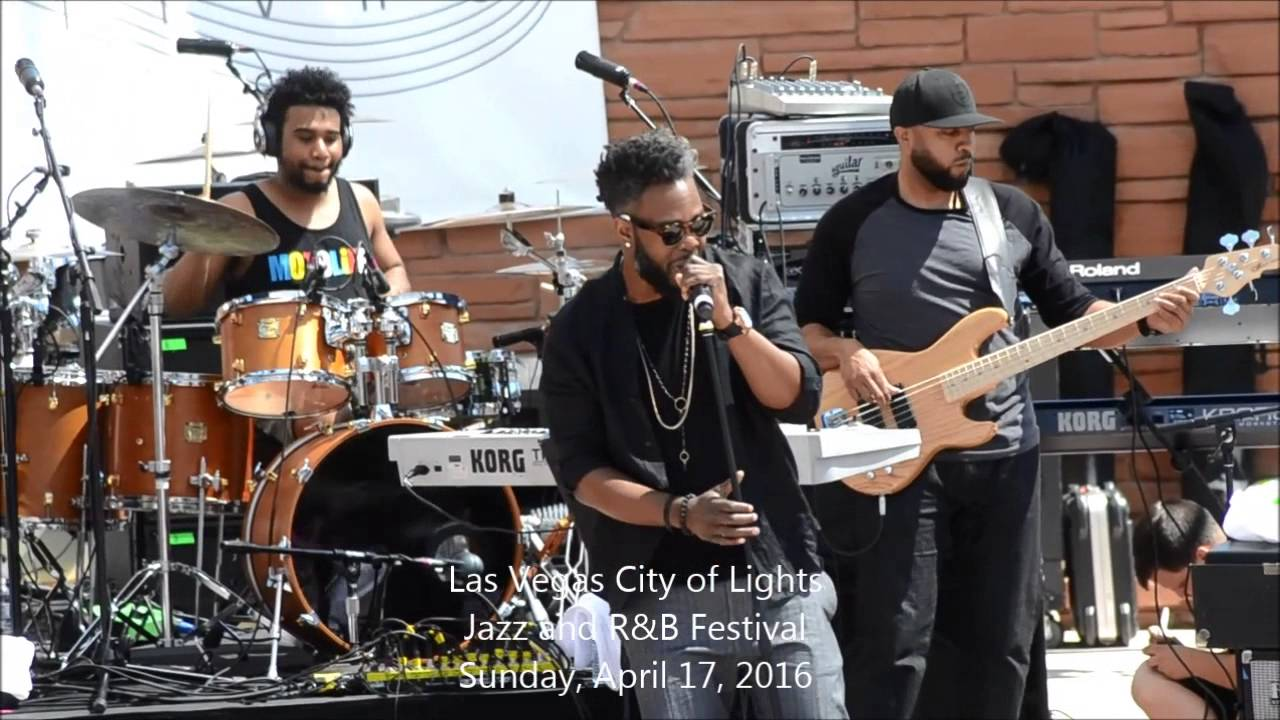 Dwele Opens The Sunday Afternoon Show At The Las Vegas