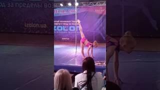 1 место ,Чемпионат Украины по спорту на пилоне Корниенко Полина, категория дети 6-9 лет, 3 разряд