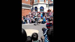 Titan woo's crowds in Chesterfield
