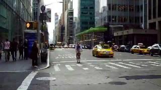 видео Башня Банка Америки в Парке Брайант