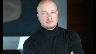Несколько лет не платит алименты: актер Никита Панфилов забыл о сыне после развода