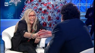 """""""Questa è casa tua, t'ho portato le ciavatte!"""" Brignano, i doni alla Venier - Domenica in 09/12/2018"""