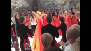 Стебка Свобода -  Бузова танцует на свадьбе Бородиной