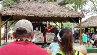 POLYNESIAN CULTURAL CENTER - TIKI DRUMS WITH JAPANESE TOURIST