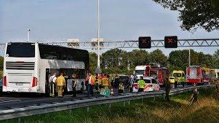 Ernstig ongeval met touringcar met tientallen kinderen op de A58 bij Oirschot - 21-08-2019
