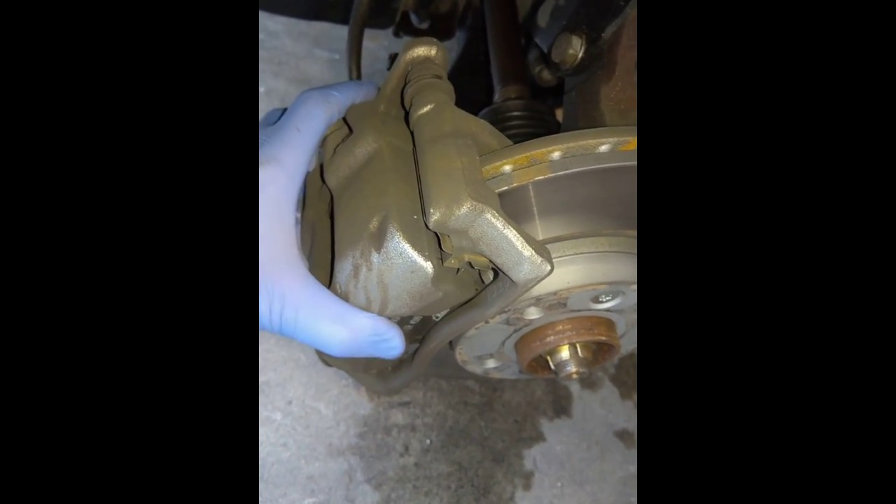 Renault Clio iii knocking noise from brakes
