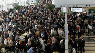 Из Турции массово вывозят туристов. Страну сковал коронавирус