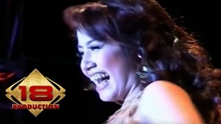 Download Ine Sinthya - Lima Menit Lagi  (Live Konser 31 Desember 2006)