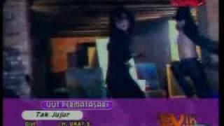 Download lagu dangdut Uut Permatasari Tak jujur