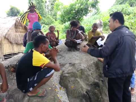 Bro Daryl Preaching The Gospel to Aeta People at Remote Sight - 20150819