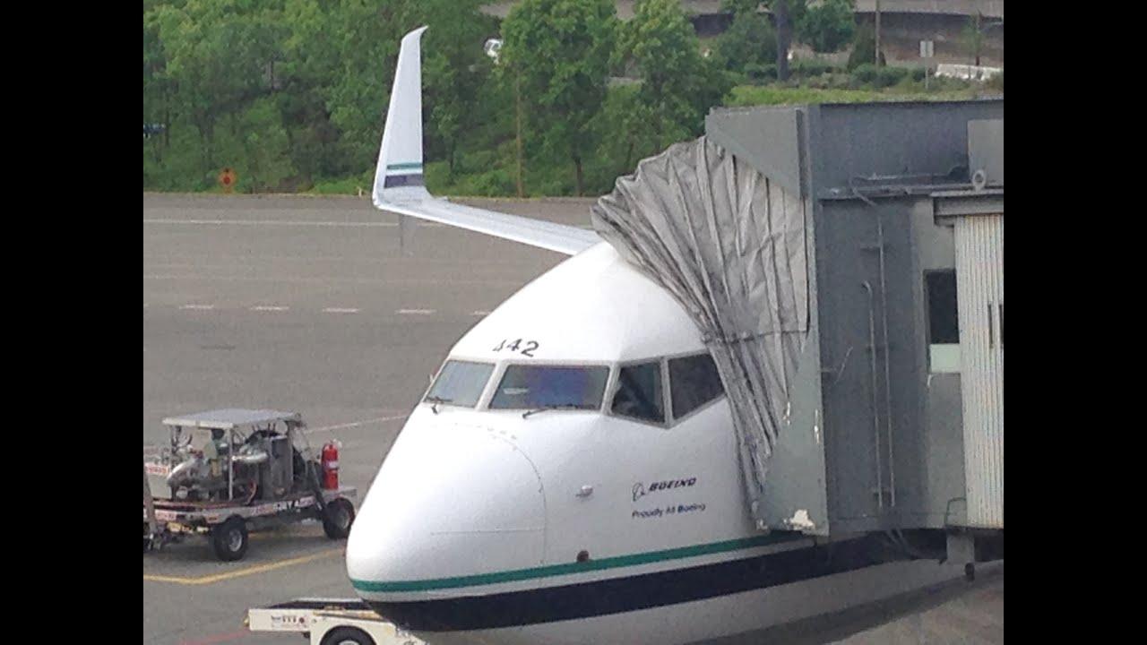Alaska airlines flight 325 landing at seatac airport boeing 737 alaska airlines flight 325 landing at seatac airport boeing 737 900er sciox Gallery