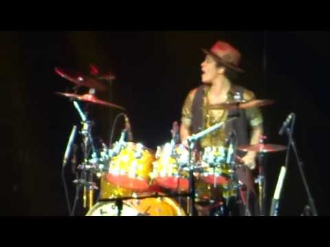"Bruno Mars - Drum Solo & ""Locked Out Of Heaven"" LIVE In San Diego, CA"