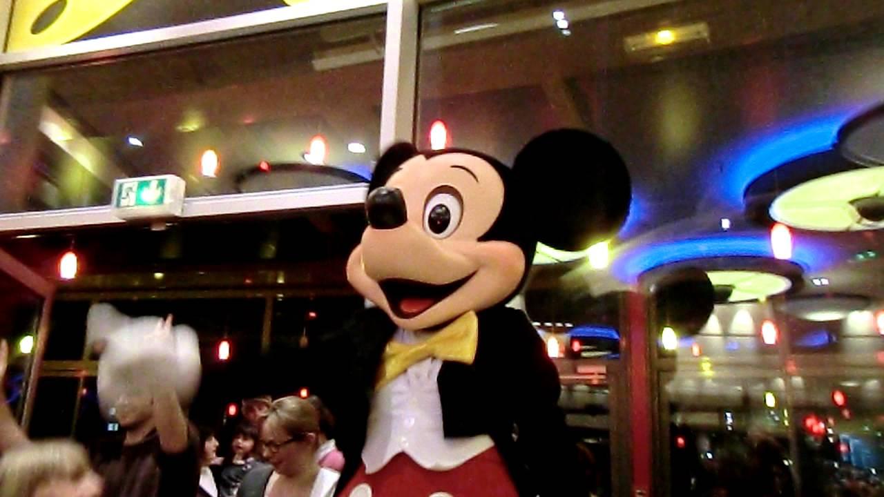 Mickey Danse I Gotta Feeling Black Eyes Peas Disneyland Paris