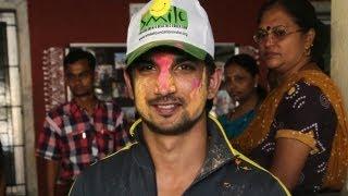 Sushant Singh Rajput Celebrates Holi With 'Smile Foundation' Children!