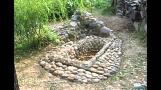 видео Как сделать мини-пруд на даче из старой ванны своими руками