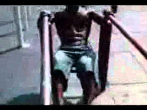 Видео на турниках негров