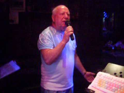 PRINCESS BAR LEK & MAUNG ( ALAN MANNING - SONG SUNG BLUE ) - PATTAYA KARAOKE BAR