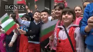 """Над 300 деца от цяла България пяха заедно """"Питат ли ме дей зората"""" в Националната библиотека"""