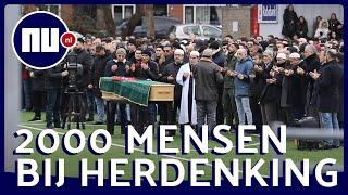 Nabestaanden dragen kist van neergestoken Aydin het veld op | NU.NL