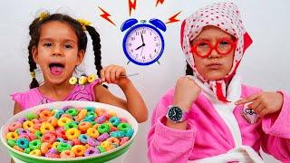 PIPONA Бабушка в Гостях у Вики Pretend Play  Веселое Видео для Детей