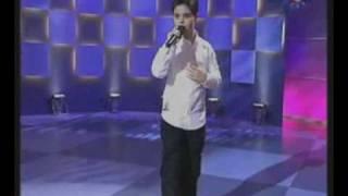 Abraham Mateo (9 años) canta Al Filo De La Irrealidad ante David Bustamante (su idolo)