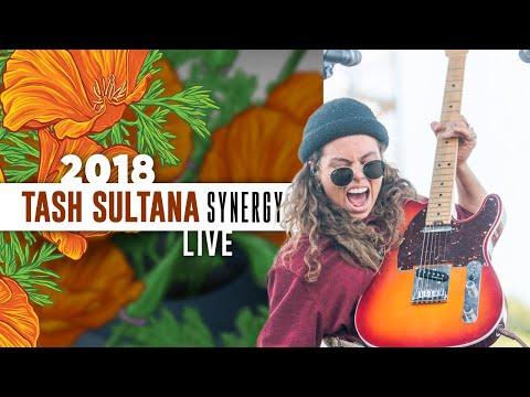 "Tash Sultana ""Synergy"" (Live) - California Roots 2018"