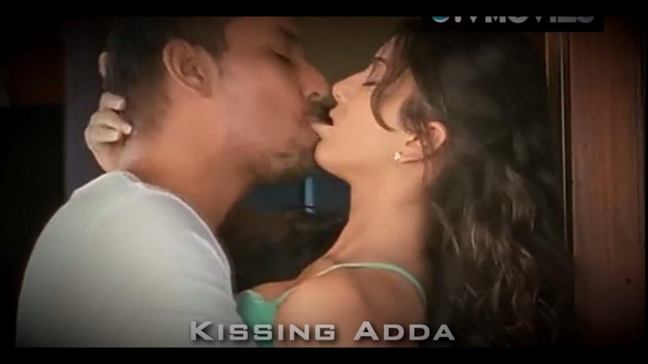 Xxx licl sucking kissing girl