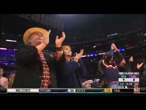 Dwayne Wade Gets Standing Ovation from LAKERS Fans