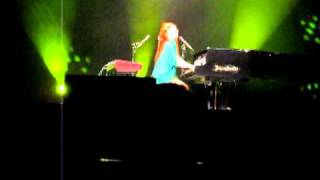 Tori Amos - Little Earthquakes (Live in Moscow Crocus City Hall 2010 - 09.03)